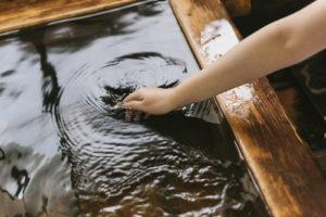 むくみ 脚 足 解消 半身浴